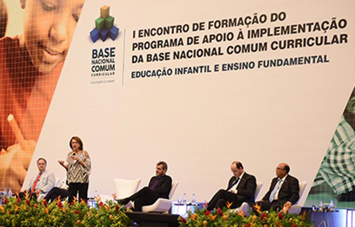 Educação Básica: comitê vai trabalhar pela implementação da Base Nacional Comum Curricular