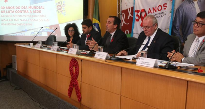 Luta contra o HIV – Garantia de tratamento para todos reduz em 16% os óbitos por aids no país